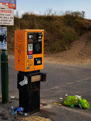 Litter - £2 per hour and No Bins (fstop186) Tags: litter rubbish carparks seaside council parking machine planetplastic