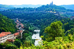Veliko Tarnovo: The Yantra & Tsarevets (ARKNTINA) Tags: velikotarnovo velikotarnovobulgaria bulgaria bgr18 europe eur18 random6 city building architecture yantra river yantrariver yantrariverbulgaria yantrarivervelikotarnovobulgaria yantrarivervelikotarnovo tsarevets tsarevetsfortress fortress ruins medievaltown townwalls fortifiedtown fortifications walledtown wall walls medievalwalls medievalfortifications ascensioncathedral thepatriarchalcathedraloftheholyascensionofgod cathedral