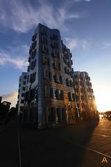 IMG_9805 (AndyMc87) Tags: düsseldorf frank gehry haus sunset silhouette architecture architektur rhein neuer zollhof medienhafen promenade refelction sky blue clouds travel holiday canon eos 6d l shadow
