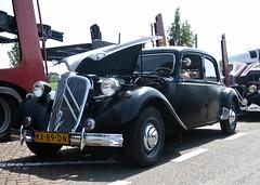 1954 CITROËN Traction Avant 15cv Six Hydraulique Berline (ClassicsOnTheStreet) Tags: kx89dn citroën tractionavant 15cv six h berline 1954 1984 traction citroënta citroëntractionavant ta 15 hydraulique tasix sixh 15cvh tah 6cylinder 6cilinder sedan saloon voiture pkw auto car 50s 1950s bertoni lefèbvre flaminiobertoni andrélefèbvre classic classiccar oldtimer klassieker veteran oldie classico gespot spotted carspot snelweg autobahn motorway autopista a2 2017 straatfoto streetphoto streetview strassenszene straatbeeld classicsonthestreet