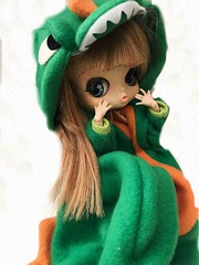 look mommy!! i'm a dinosaur!!! (angelwxngs) Tags: planning jun junplanning dinosaur obitsu doll michelle pollon byul