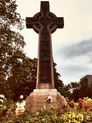 Large cross in Princes St Gardens Edinburgh in memory of Dean Ramsay. (Bennydorm) Tags: europe uk gb britain flowers clouds sky iphone6s luglio julio juillet july lascozia escocia ecosse schottland scotland edinburgh gardens memorial cross
