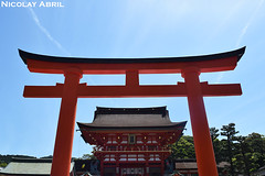 Fushimi Inari-Taisha Shrine, Kyoto (Nicolay Abril) Tags: fushimiinaritaisha 伏見稻荷大社 jinja 神社 sintoísmo shinto 神道 shrine shintoshrine arquitecturajaponesa japanesearchitecture architecturejaponaise 日本建築 santuario sanctuary sanctuaire 聖域 escriturajaponesa japanesewriting kanji kanjis japanesecalligraphy caligrafíajaponesa 日本汉字 漢字 書道 習字 orange orangecolor naranja anaranjado オレンジ オレンジ色 日本 近畿地方 kioto kyoto киото kansai japon japan 京都市 torii 鳥居 神社仏閣