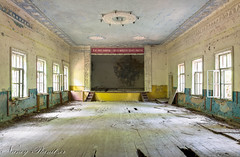 Es lebe der Kommunismus ... (Planitzer Pictures) Tags: ballsaal kommunismus tanzsaal ballroom chernobyl tschernobyl fenster communism ubrex urban exloring exploration lostplace lost hdr marode verfall decay abandoned forgotten vergessen verlassen window bühne stage