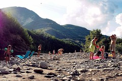 Summertime at the Trebbia (marionvankempen) Tags: atmosphere eveninglight italy river people evening summer throughherlens