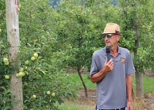 Bill Dodd of the Midwest Apple Improvement Association speaking