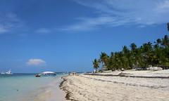 Playa - Beach (R. M. Marti) Tags: playa mar agua oceano arena palmas botes beach sea water ocean sand palms boats punta cana dominican republic