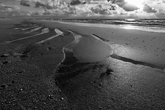 patterns on the beach (robvanderwaal) Tags: 2018 sand sunbeams water reflectie nederland zee sea beach monochrome strand zand sky zwartwit bw patronen landscape northsea wolk mono clouds noordzee sun robvanderwaalphotographycom lucht blackwhite landschap zw cloud reflection patterns blackandwhite seascape netherlands wolken zon