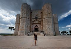 Fortezza di Castel del Monte (R.o.b.e.r.t.o.) Tags: castleofthemountain andria puglia apulia murge italia italy unesco worldheritagesite castello 1centesimodieuro icona girl ragazza murgia