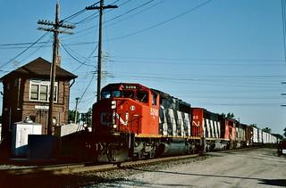 CN 5268 in Des Plaines, Illinois on June 16, 2001.