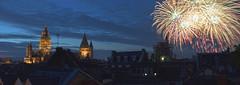 Mainzer Dächer mit Feuerwerk (barbmz) Tags: mainz johannisnacht feuerwerk dom cathedral fireworks