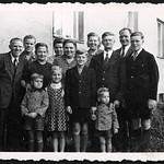 Archiv P730 Familienfoto, Berlin, 1951 thumbnail
