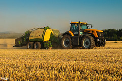 Baling Straw | JCB // KRONE (martin_king.photo) Tags: harvest harvest2018 2018harvestseason bales balingstraw summerwork powerfull martin king photo machines strong agricultural greatday great czechrepublic welovefarming agriculturalmachinery farm workday working modernagriculture landwirtschaft martinkingphoto moisson machine machinery field huge big sky agriculture tschechische republik power dynastyphotography lukaskralphotocz day fans work place blue yellow gold golden goldenhour jcbfastrac8310 tractor jcbfastrac jcb fastrac kronebigpack kronebigpack1219hdpxc baler