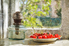 Cherries and the Old Window (elisevna) Tags: cherries lamp window countrystyle country red stilleben stilllife summer sunlight green nature naturemorte натюрморт вишни ягоды berries currant countryside