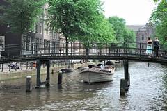 Amsterdam (lorenzog.) Tags: people boat amsterdam tourist holland netherlands bridge channel nikon d700 2018