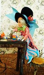 DSCN2310 (kreata_musateka) Tags: alice wonderland madhatter mad hatter doll tea teaparty dormouse carroll mattel
