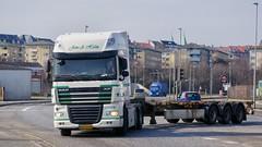 AA73442 (17.03.31, Østhavnsvej, Oliehavnsvej)DSC_4508_Balancer (Lav Ulv) Tags: 224825 østhavnsvej portofaarhus white daf dafxf xf105 105460 e5 euro5 6x2 martinolesen vognmandmartinolesen jensaholm kronetrailer 2013 skeletaltrailer truck truckphoto truckspotter traffic trafik verkehr cabover street road strasse vej commercialvehicles erhvervskøretøjer danmark denmark dänemark danishhauliers danskefirmaer danskevognmænd vehicle køretøj aarhus lkw lastbil lastvogn camion vehicule coe danemark danimarca lorry autocarra danoise trækker hauler zugmaschine tractorunit tractor artic articulated semi sattelzug auflieger trailer sattelschlepper vogntog