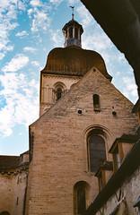 Collégiale Notre-Dame de Beaune (Tormod Dalen) Tags: beaune mesuper voigtländer2040 film gold200 analog vintage france pentax architecture church eglise