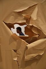 Paperman (Alex L'aventurier,) Tags: musée museum stockholm suède sweden papier paper candid art man person personne modern moderna déchiré texture
