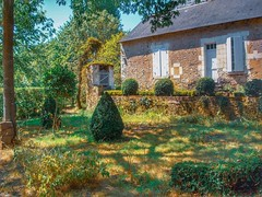 Close to the river (LUMEN SCRIPT) Tags: vegetation france countryhouse countryside shadow light green colours house country