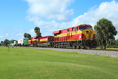 820 + 815, Daytona Beach FL, 3 July 2018 (Mr Joseph Bloggs) Tags: daytona beach golf club course fec florida east coast railway railroad bahn train treno intermodal freight cargo container stack double 820 815 gevo general electric ge es44ac miami hialeah jacksonville bowden usa united states america 210 fec210