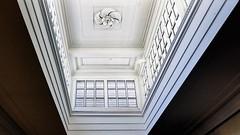 rookmelder (roberke) Tags: plafond windows ramen vensters white wit architecture architectuur lines lijnenspel ceiling indoor interior interieur binnen