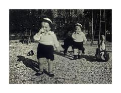 i gemelli a Vicenza - 19 febbraio 1936 (dindolina) Tags: italy italia veneto vicenza garden giardino family famiglia vignato twins gemelli 1936 1930s annitrenta thirties