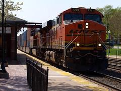 180508_10_BNSF7201_Westmont (AgentADQ) Tags: westmont illinois chicago bnsf raceway train trains metra station