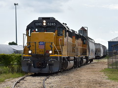 Industry Switching (Robby Gragg) Tags: up gp402 5245 belvidere