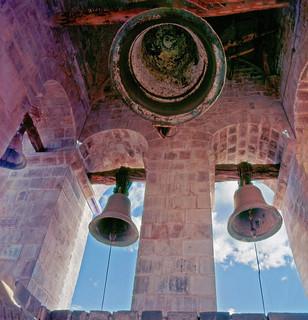 Dónde encontrar una campana  que suene adentro de tus sueños?  Neruda