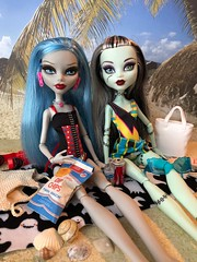 Ghouls at the beach (Foxy Belle) Tags: monster high dolls beach bathing suits diorama 16 scale playscale vacation frankie stein ghoulia yelps swimwear
