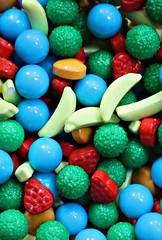 2018 Macro Friday: Candy (dominotic) Tags: 2018 food macrofriday candy confectionery lolly fruitshapedlolly macro circle yᑌᗰᗰy green blue yellow sydney australia