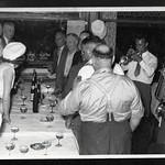 Archiv P674 Weinverkostung auf dem Schiff, 1950er thumbnail