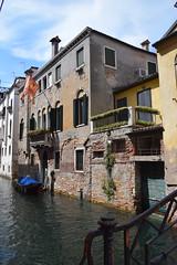 Pasando por el canal (LikeTheHitter) Tags: veneziano venetian venedig venise veneza venecia venezia venice architettura pasando canal kanal überqueren traverser crossing cruzando