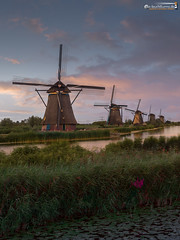 Kinderdijk on a summer's evening (dieLeuchtturms) Tags: zuidholland windmühle meer europa 3x4 sonnenuntergang niederlande wasserspiegelung polder kinderdijk europe waterreflections nederlands reflection sea sunset waterreflection windmill nl