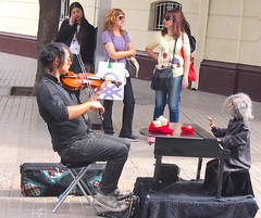 piccolo pianoforte and violin (stephenweir) Tags: busker piano dummy mannequin violinist santiago chile duet puppet streetphotography streetart