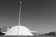 Museu Nacional (Johnny Photofucker) Tags: brasília df arquitetura architecture architettura museu museum museo preto branco black nero bianco bw pb monochrome niemeyer brasil brazil brasile 1022mm grandeangular wideangle cidade city città lightroom
