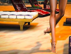 walk on.. gently sweet (JoytiBloom of Second Life) Tags: anklet barefoottoering ankle foot chain beach jewelry evemeshbodybento maitreya slink beads marinabayshop