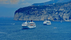 Sorrento Cruising (gerard eder) Tags: world travel reise viajes europa europe italy italia italien campania landscape landschaft sea seascape sorrento cruising ships schiffe kreuzfahrtschiffe cruceros blue golfofnaples golfodinapoli