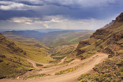 Sani Pass, route vers le Lesotho (Voyages Lambert) Tags: extremesports travel dramaticsky nonurbanscene extremeterrain photography nopeople cloudscape hairpincurve internationalborder dirtroad colorimage driving drakensberg scenics rough famousplace traveldestinations nature outdoors horizontal highangleview image kwazulunatal southafrica lesotho africa sunlight day mountainpeak mountainpass mountainrange mountain valley landscape cloudsky road sanipass zaf