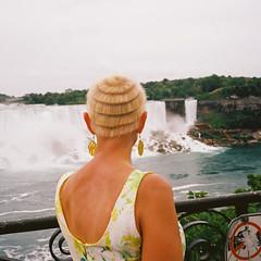 Niagara Falls, July 2018 (deepstoat) Tags: mediumformat 120 film kodakportra400 remindsmeoftheguggenheimmuseum mamiya6 portrait niagarafalls canada buyfilmnotmegapixles analogue sparks unbound unbounders