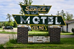 Sands Motel, St. Ignace, MI (Robby Virus) Tags: stignace michigan mi up upper peninsula sands motel sign signage closed