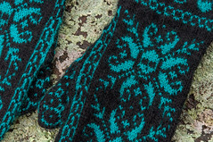 _DSC1543 (KateSi) Tags: strikking strikke knitting knitted mittens deathflake stranded strandedcolorwork norwegian tejido tricot tricoter yarn garn hilo fil tejer goth skull snowflake