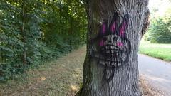 der böse Baumteufel (erix!) Tags: baum graffito graffiti drawing zeichnung demon teufel fratze grimace tree