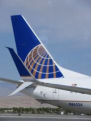 UAL 737-824 N86534 (kenjet) Tags: flugzeug plane jet aviation ps psp kpsp airline airliner boeing 737 palmspringsinternationalairport california 737800 737824 738 ua united ual unitedairlines winglet wingtip scimitarwinglet scimitar globe logo