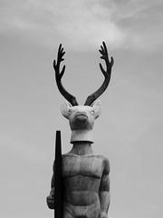 Vaedo (KevCab) Tags: nazaré portugal bw gx9 lumix panasonic black white noir et blanc deer cerf vaedo praia do norte fuas adália alberto sculpture symbole surf