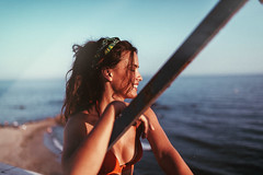 B e a t r i z (Nacho Borrella) Tags: portrait 35mm canon retrato lightroom naturallight lifestyle mood brunette canon5dmarkii sigma35mmart bokeh