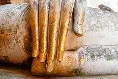 Wat Si Chum..Sukhothaï Thaïlande. (geolis06) Tags: geolis06 asia asie thaïlande olympus sukhothaï watsichum bouddhisme bouddha buddhism religion pilgrim pélerin prière prayer statue main patrimoinemondial unesco unescoworldheritage unescosite