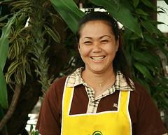 happy food vendor (the foreign photographer - ฝรั่งถ่) Tags: happy food vendor lady woman khlong thanon portraits bangkok bangkhen thailand canon