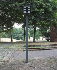 Railroad crossing warining sign (Schwanzus_Longus) Tags: german germany old classic vintage sign railroad railway level crossing warning heiligenberg